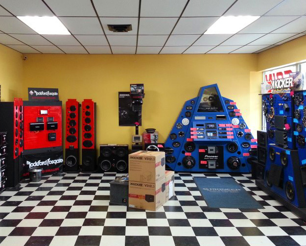 Mountain Gain Electronics Showroom